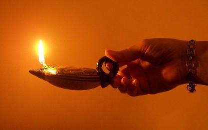 María, lámpara encendida