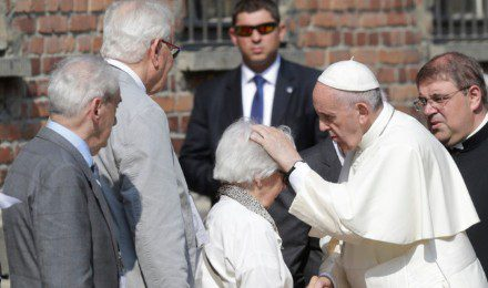 La violinista de 101 años de Auschwitz a la que saludó el Papa